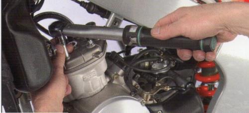 demontage du kit cylindre piston de la 50cc